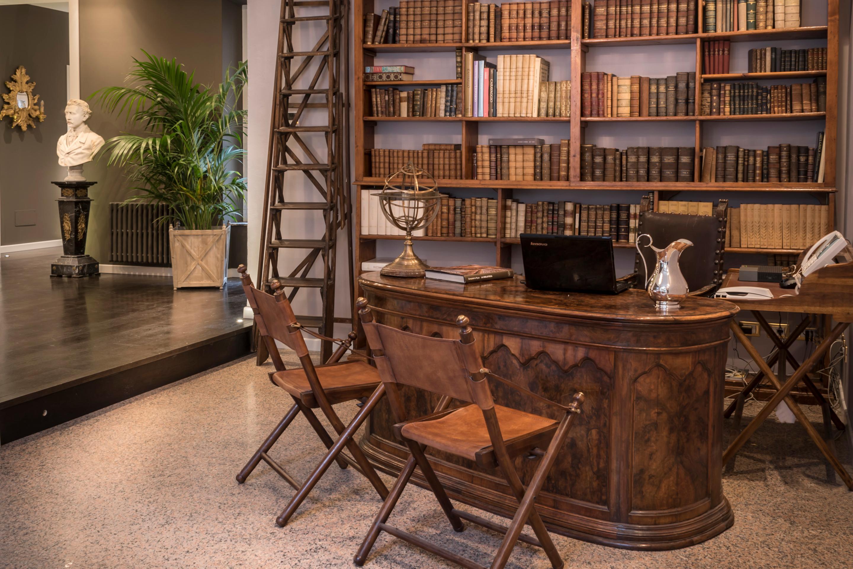 https://www.in-lombardia.it/sites/default/files/accomodation/gallery/101742/41862/arnaboldi_palace_reception_desk.jpg