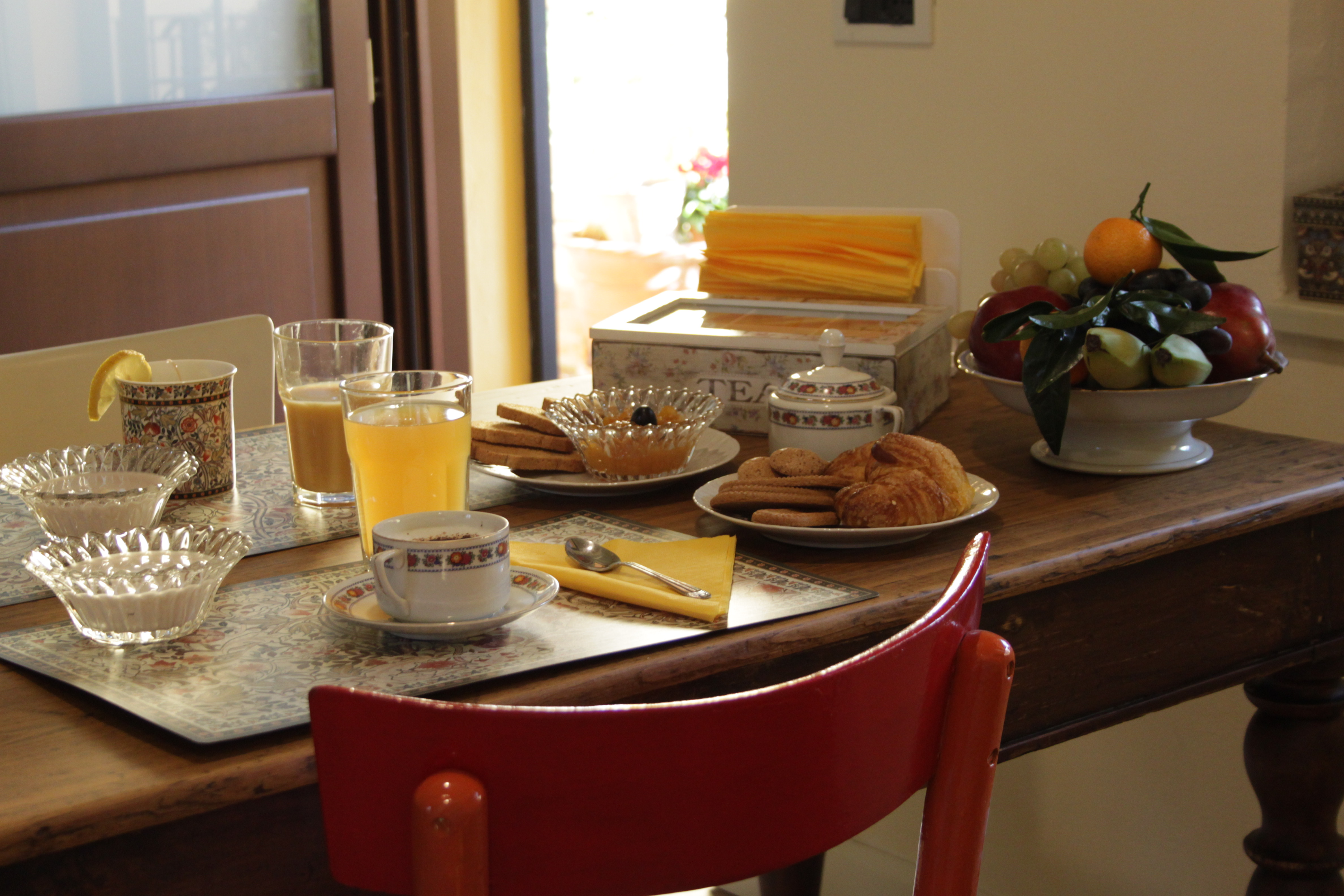 https://www.in-lombardia.it/sites/default/files/accomodation/gallery/104651/19615/colazione.jpg