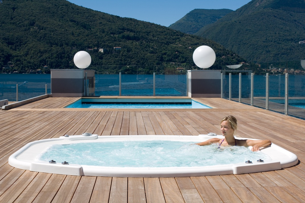 https://www.in-lombardia.it/sites/default/files/accomodation/gallery/105448/32232/jacuzzi.jpg