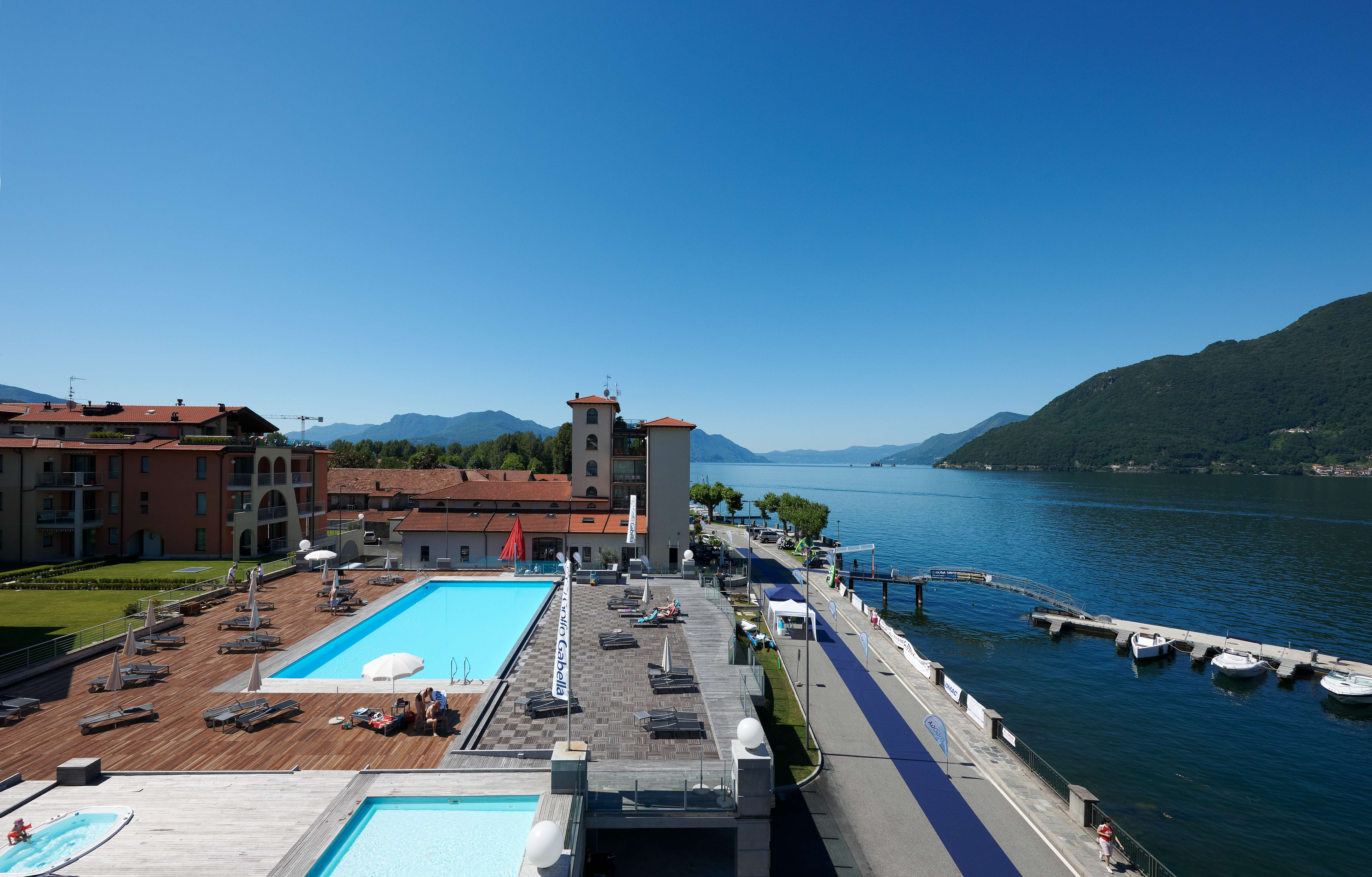 https://www.in-lombardia.it/sites/default/files/accomodation/gallery/105448/32269/swimming_pool_area_2.jpg