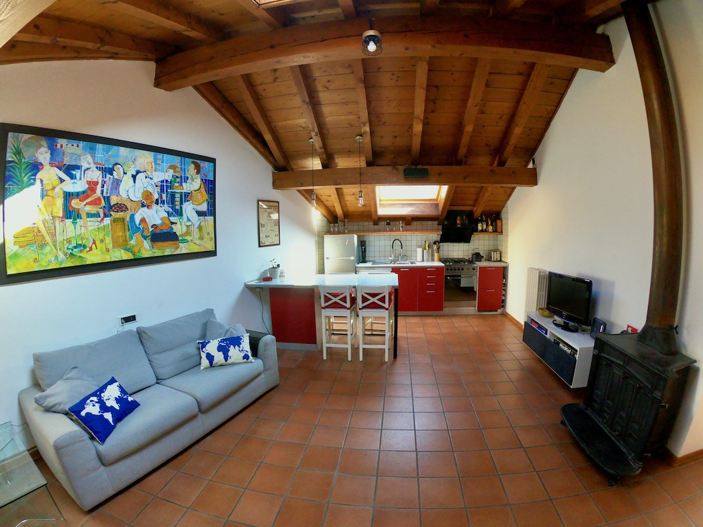 https://www.in-lombardia.it/sites/default/files/accomodation/gallery/151457/33570/kitchen-cucina_-_5.jpeg