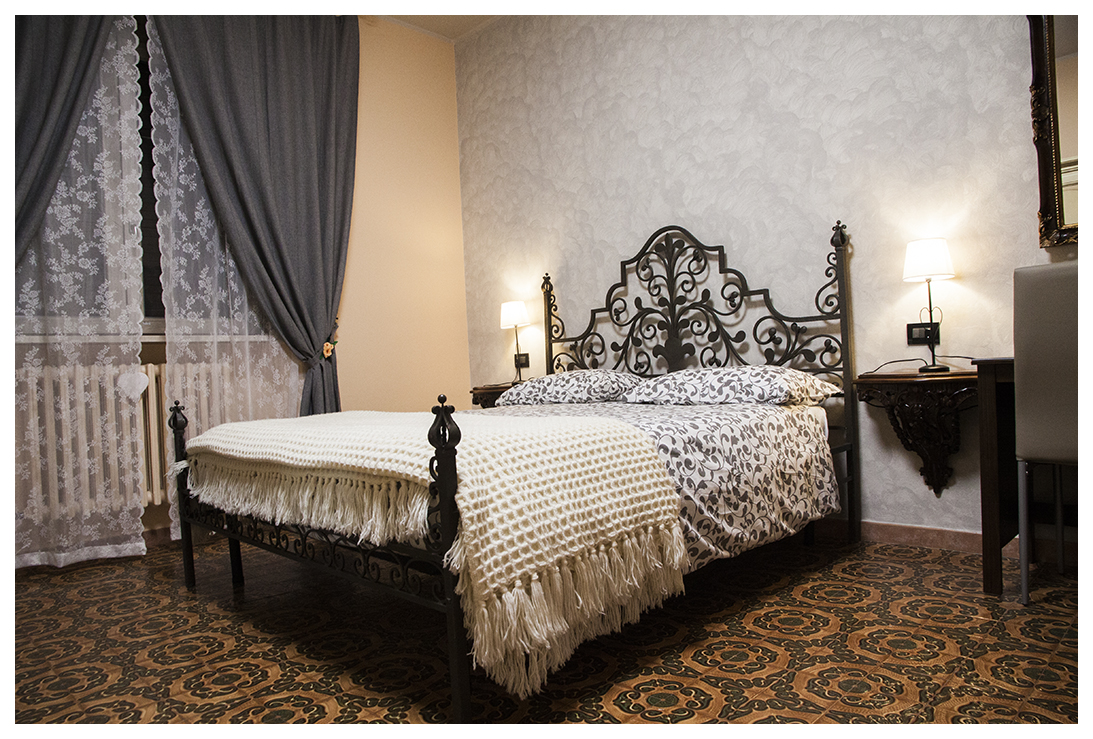 https://www.in-lombardia.it/sites/default/files/accomodation/images/101817/37061/letto_matrimoniale_po.jpg
