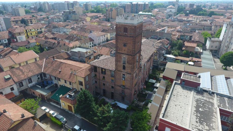 Vista dall'alto di Palazzo e Torre Crivelli