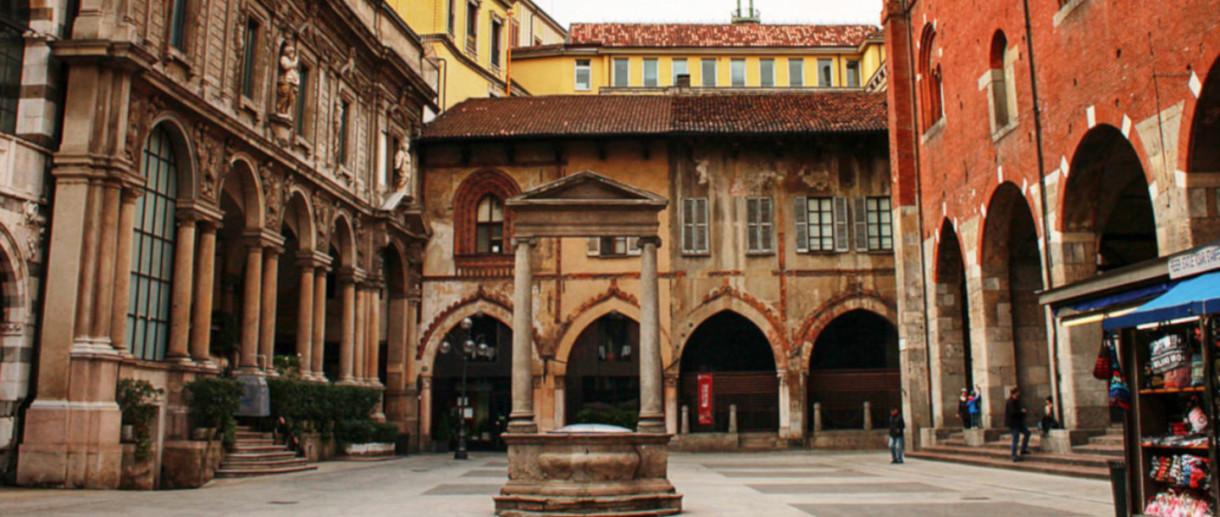 Piazza dei Mercanti e la galleria dei sussurri