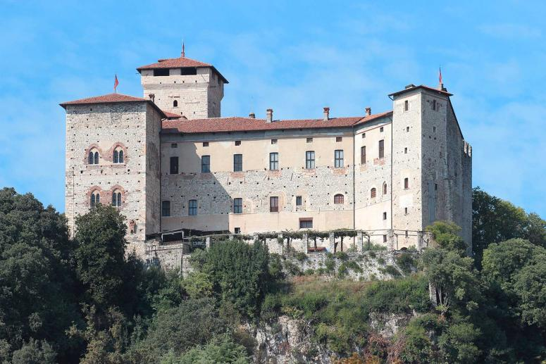 Borromeo Fortress in Angera, discovering castles in Varese