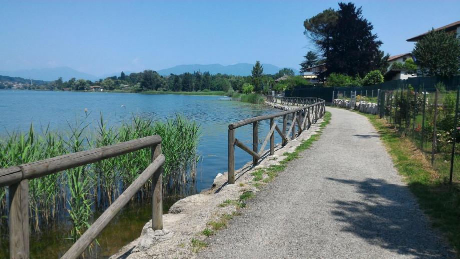Lago di Varese e pista ciclo pedonale