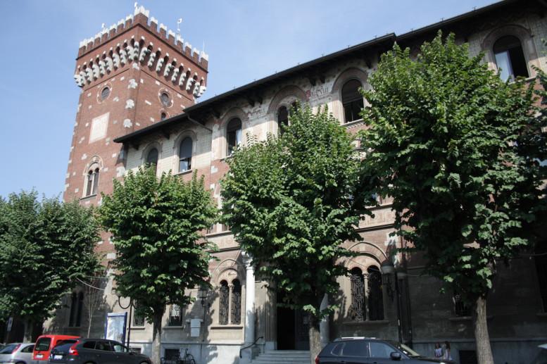 il Palazzo Comunale visto da Piazza Visconti