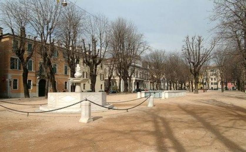 Piazza Tebaldo Brusato