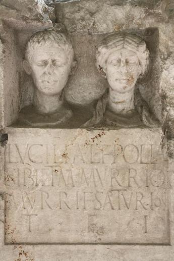 Monumenti funerari da via Mantova