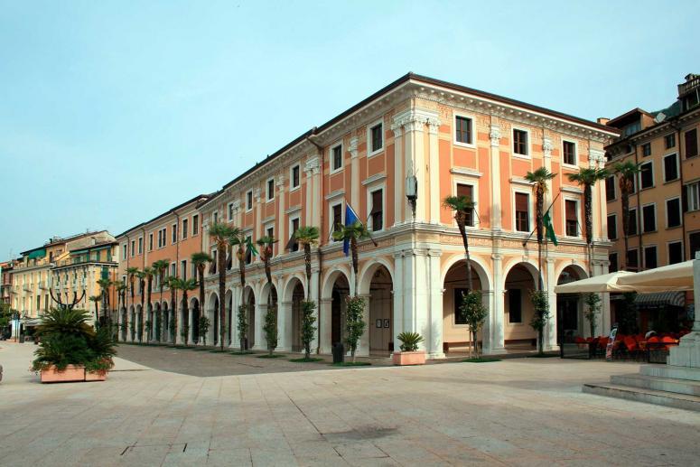 Palazzo della Magnifica Patria y Palazzo della Podestà