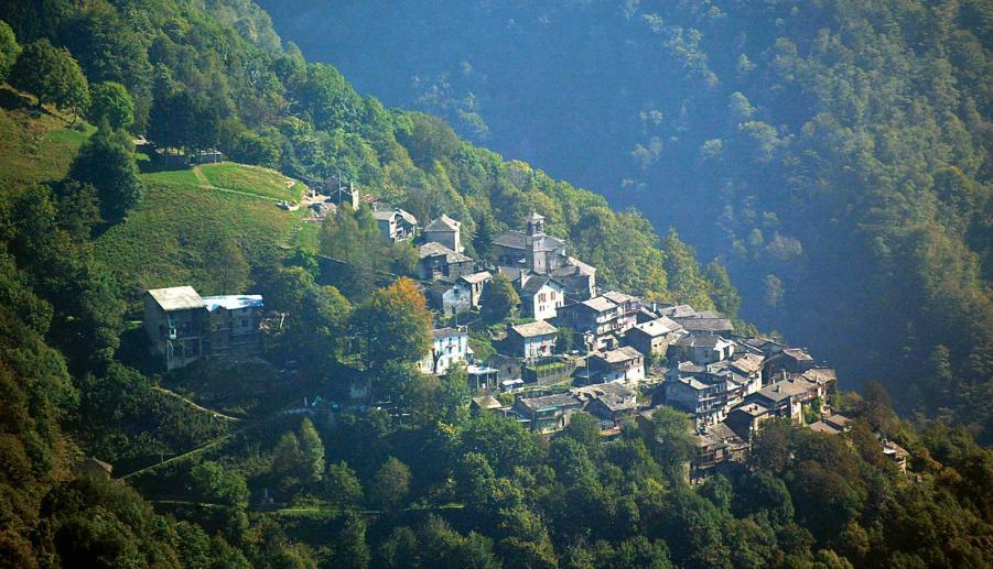 Bourg de Curiglia con Monteviasco