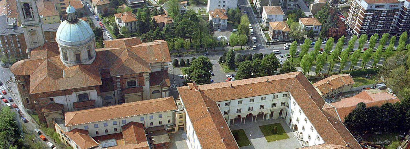 Vista dall'alto del Santuario della Beata Vergine Addolorata e del Collegio