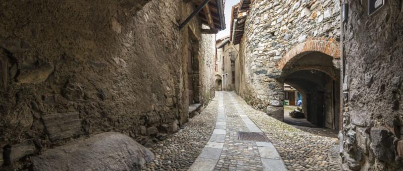 Architetture romaniche all'ombra di Segantini, Ippolito Nievo