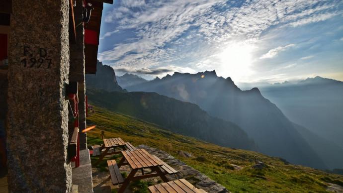 Trekking e yoga in Val Masino