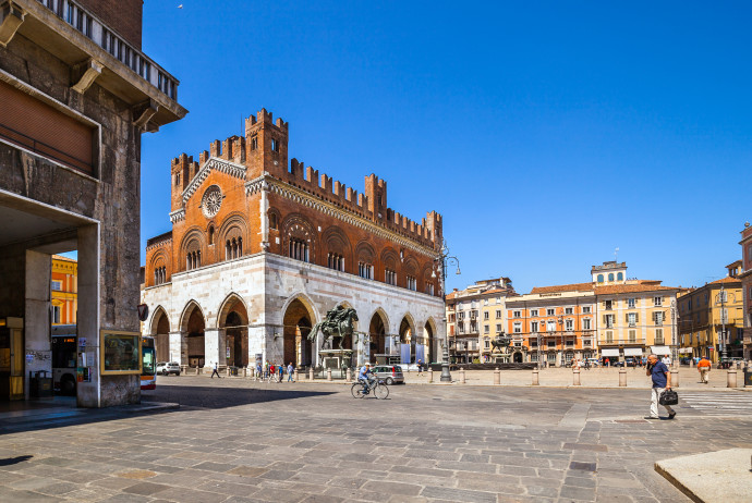 From Piacenza to Cremona