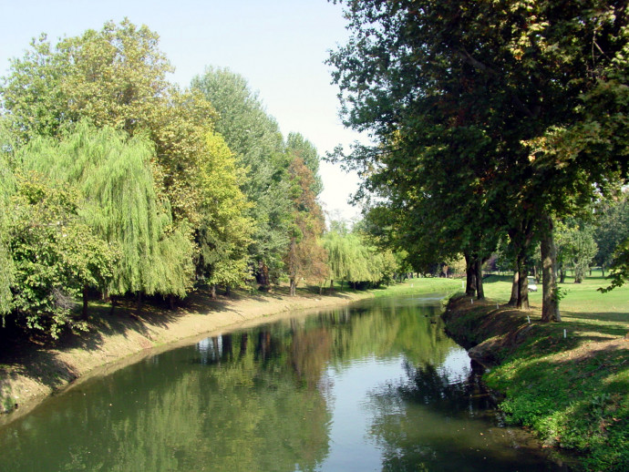 From Milan along the Muzza canal