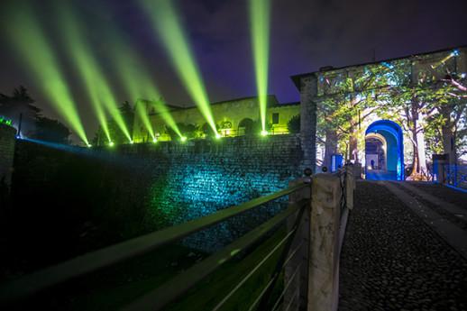Portale di Ingresso al Castello: Natura & Architettura