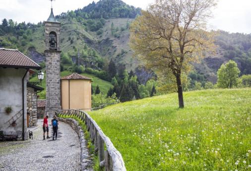 Passeggiata naturalistica dal borgo di Rusio alla Chiesa di San Pedèr, lungo la Valle dei Mulini