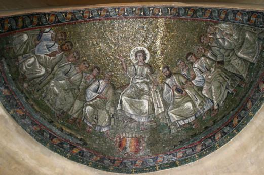 OmoGirando la restaurata cappella di Sant'Aquilino e la Basilica di San Lorenzo