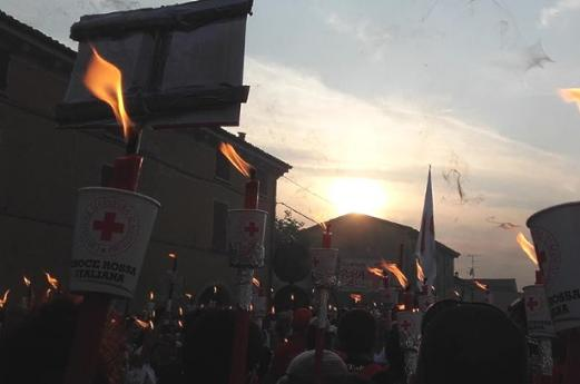 Fiaccolata della Croce Rossa