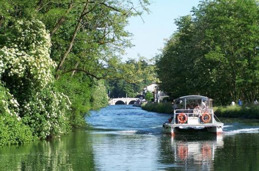 Itinerario sui navigli in barca, da provare
