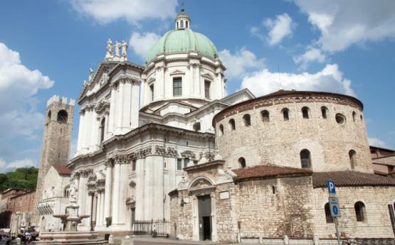 Une ville avec deux cathédrales