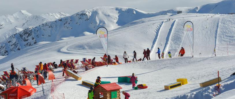 Skier en famille en Lombardie