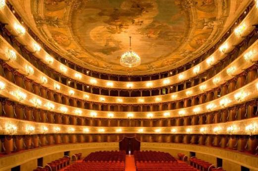 Theaters Bergamo, hints on visiting