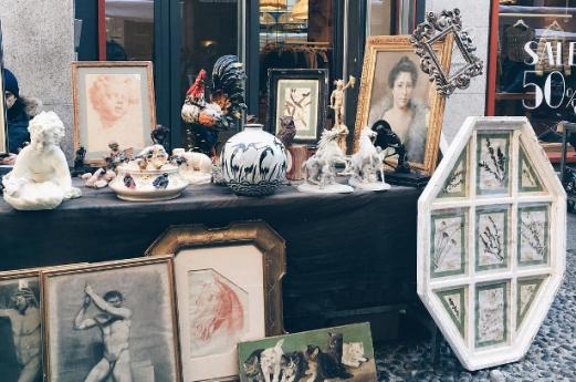 Brera market: sunday antiques in Milan