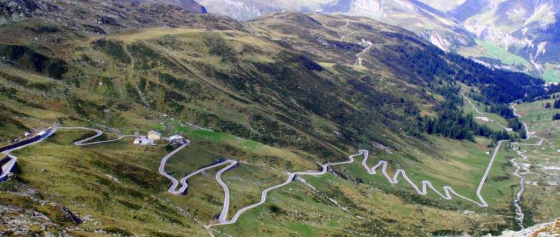 Il Passo dello Spluga in moto, tra Italia e Svizzera