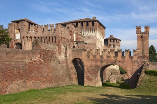 Along the Oglio towards the Rocca di Soncio