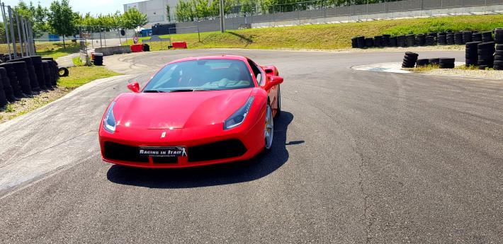 Test Drive con Ferrari 488 su un circuito italiano