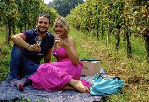 PICNIC CHIC Cantine Bersi Serlini con picnic in vigna