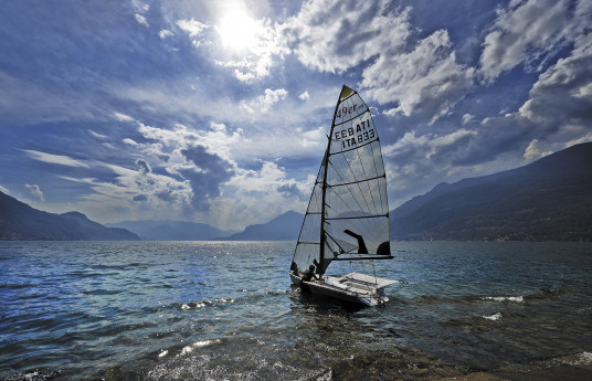 Orientarsi tra nuvole e lago