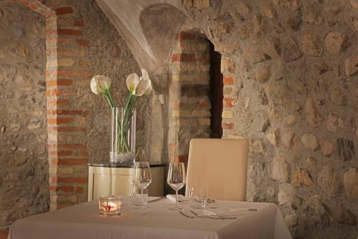 A cena in un antico monastero
