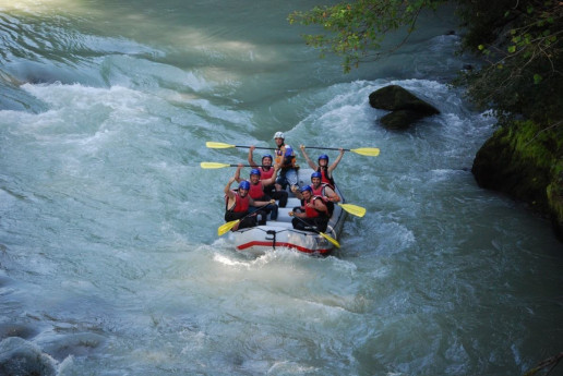 Face the Adda River With this Great Rafting Experience