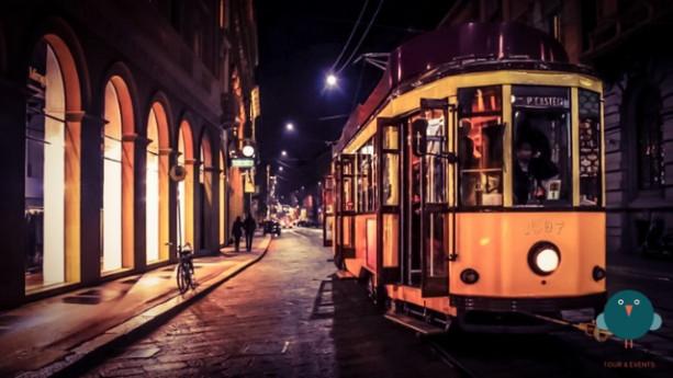 Un tour di notte sul tram storico a Milano, rivivendo gli anni Venti