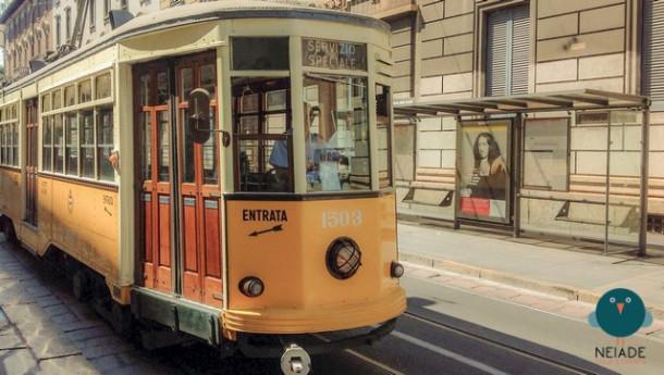 Sul tram storico a Milano, nell'atmosfera anni Venti