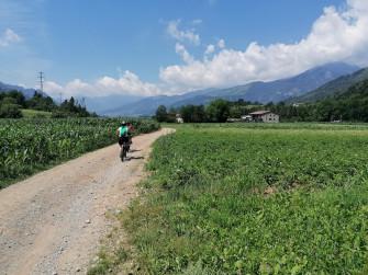 In e-bike tra campi e sapori