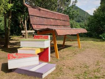 La panchina gigante e la chiesetta dell'Addolorata