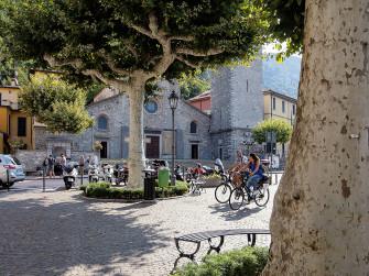 In bici sulle sponde del Lago di Como