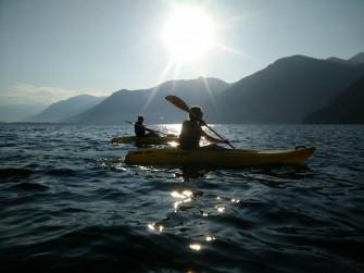 Pagaiata al chiaro di luna in canoa o sup