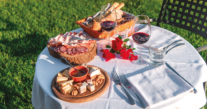 Degustazione di prodotti tipici locali (ph: Giacomo Albo, Aglaia srl)