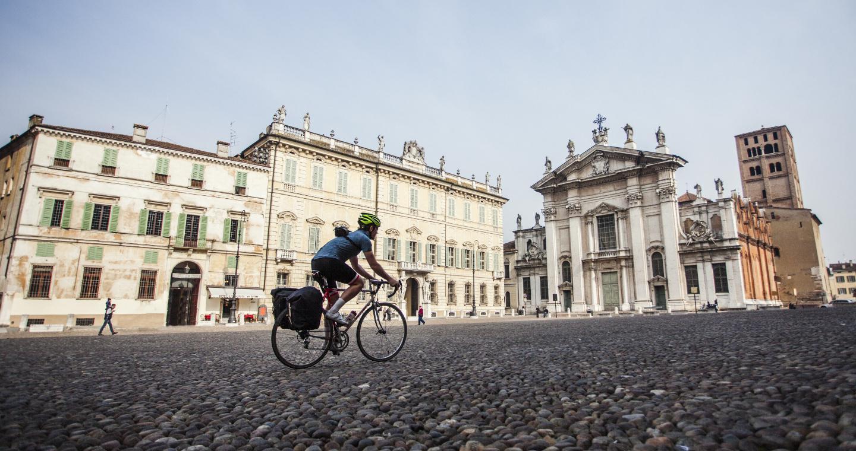 Duomo in Piazza Sordello a Mantova.