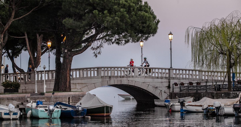 Ponte al porto di Desenzano del Garda, Brescia.