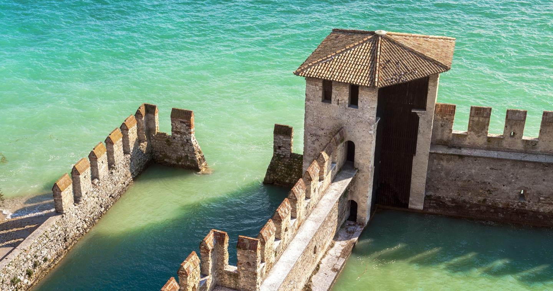 Darsena del Castello Scaligero di Sirmione, Lago di Garda.