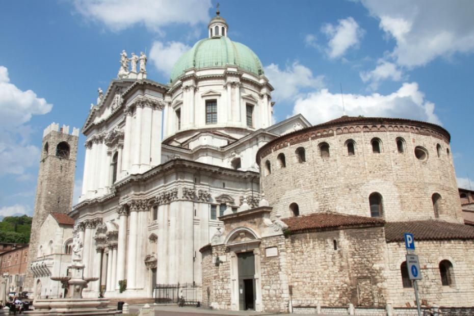 Es ist eine Stadt mit zwei Kathedralen