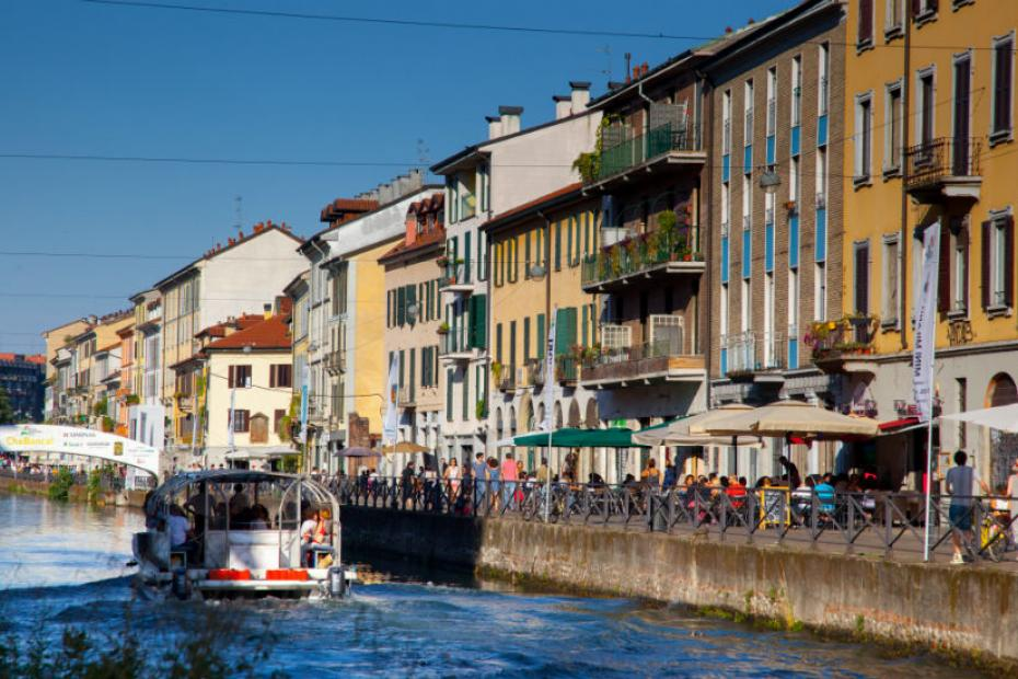 It is possible to sail on the Navigli