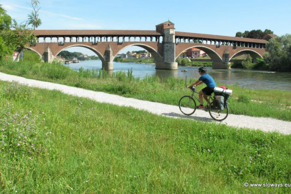 It is possible to travel on foot or bike among country trails