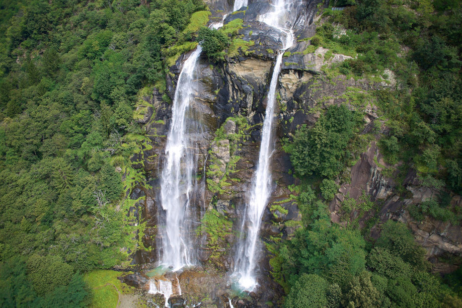 1. The Acquafraggia waterfalls in Valchiavenna